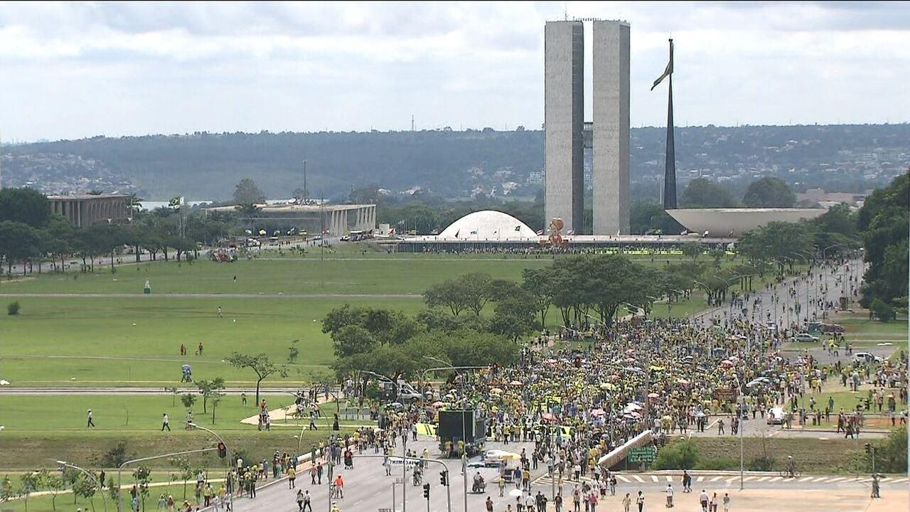 Manifestantes pedem impeachment de dilma rousseff na for Esplanada dos jardins 1