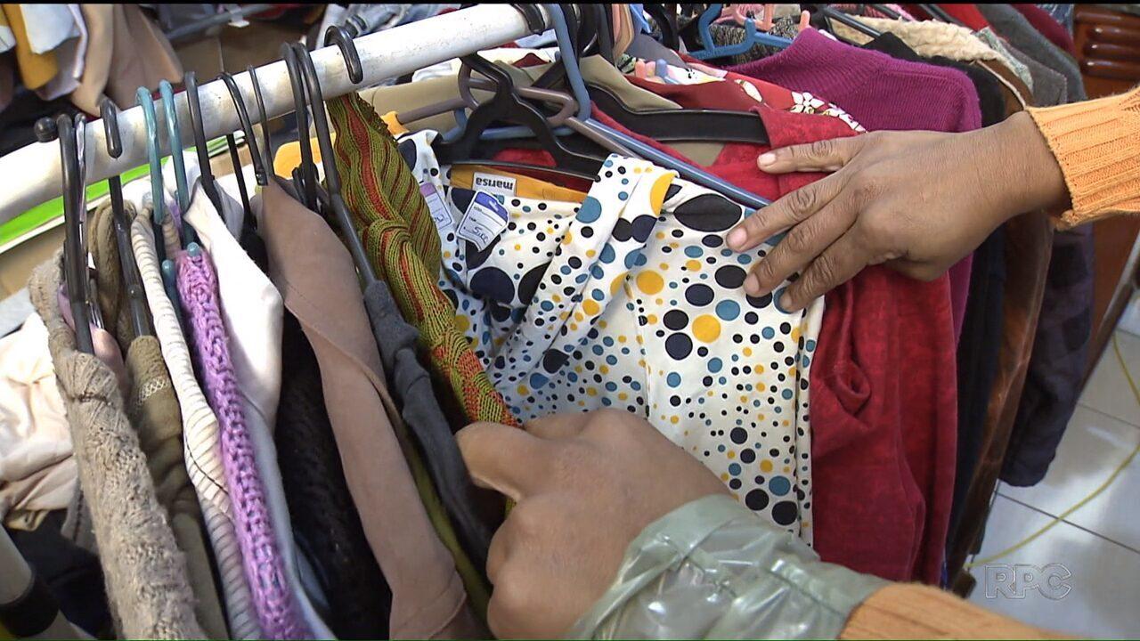 62ad8fbb0d Mercado de roupas usadas trem atraído consumidores - G1 Paraná - Paraná TV  1ª Edição - Vídeos - Catálogo de Vídeos