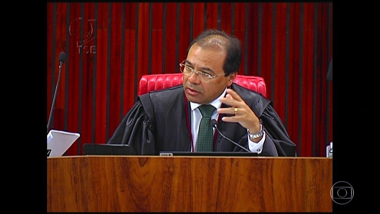 TSE adia julgamento de ação que pede cassação da chapa Dilma-Temer