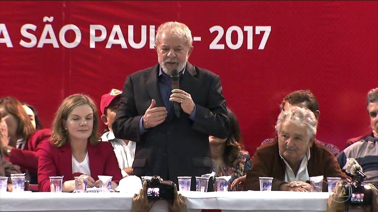 Lula participa da abertura do Congresso Nacional do PT em São Paulo