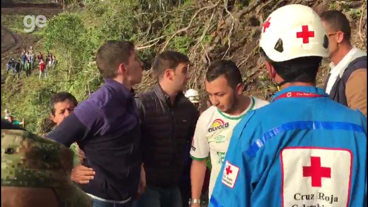 Sobreviventes refazem rota do salvamento e visitam morro de acidente da Chapecoense