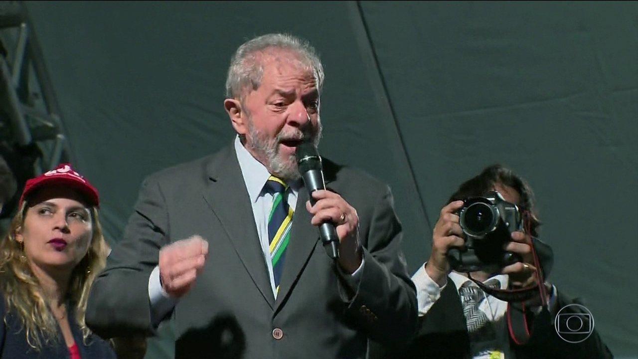 Após interrogatório, Lula foi a ato público no Centro de Curitiba