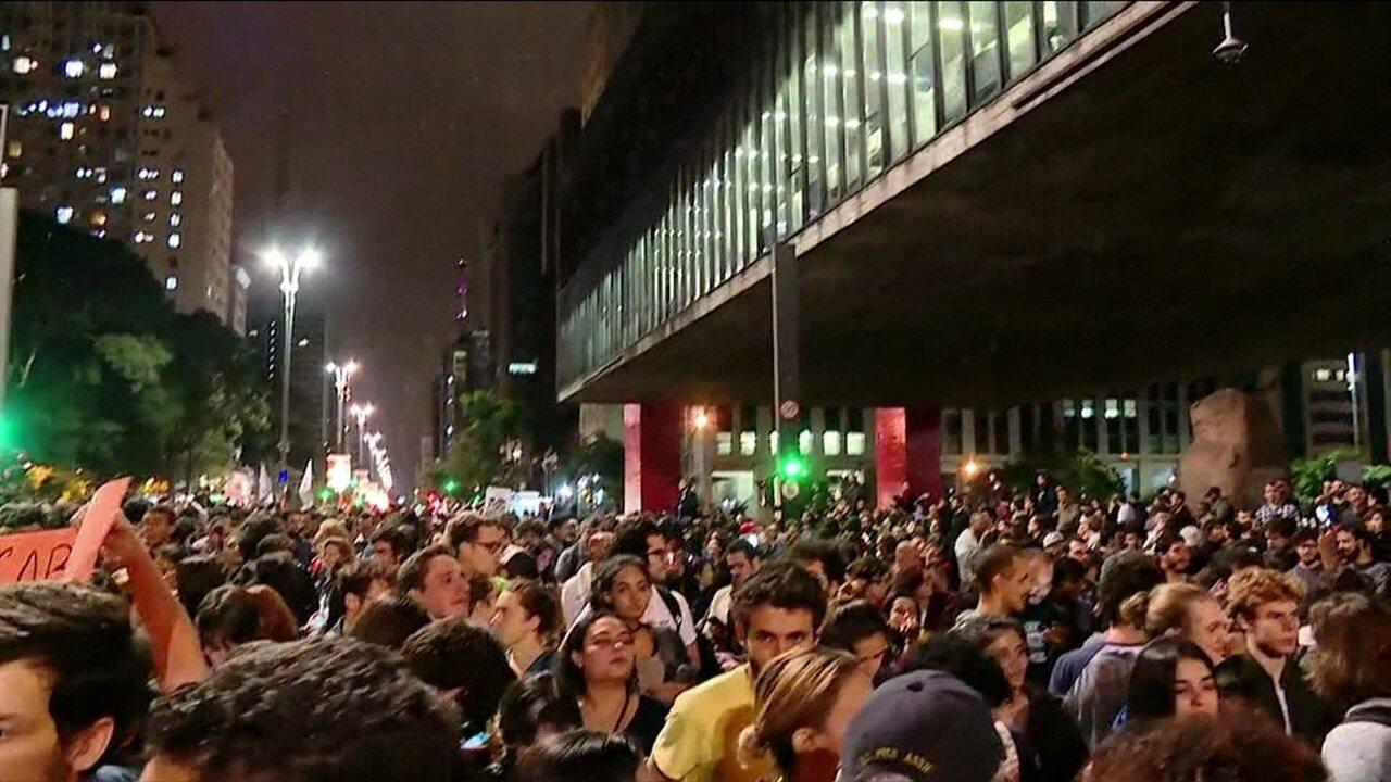 Manifestantes protestam contra Michel Temer na Avenida Paulista