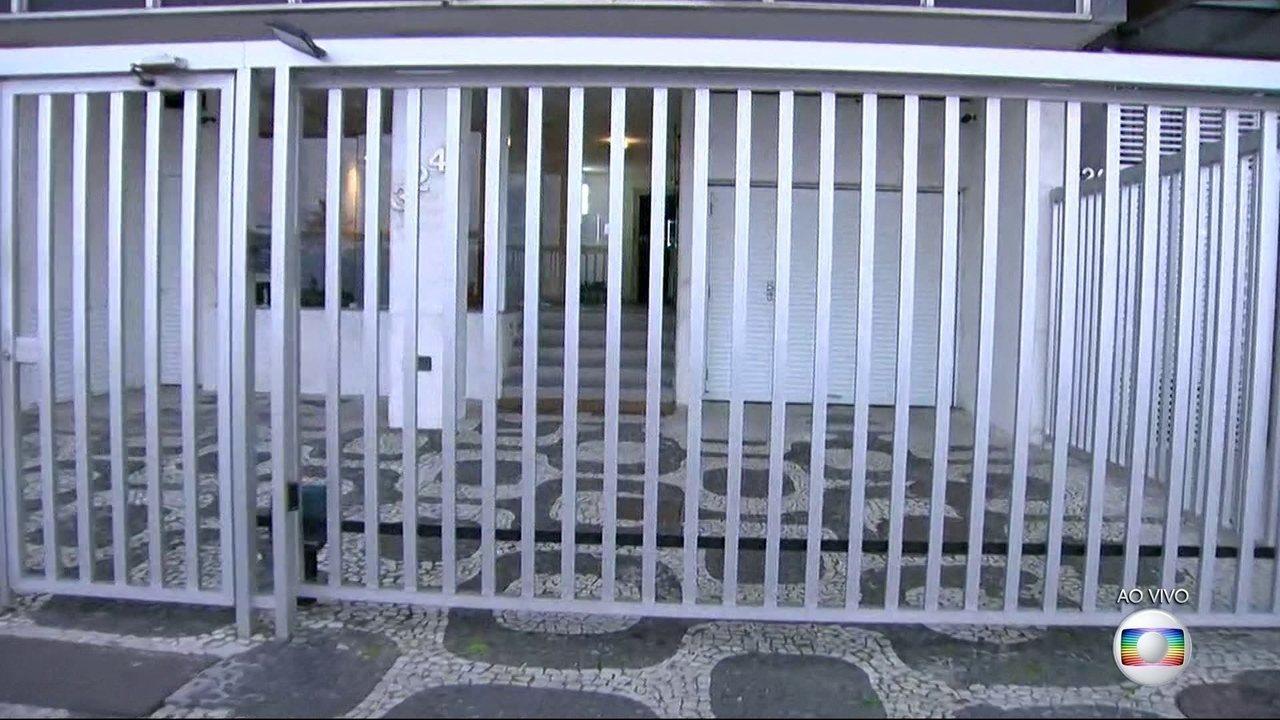 Agentes da PF entram no apartamento do senador Aécio Neves (PSDB) em Ipanema