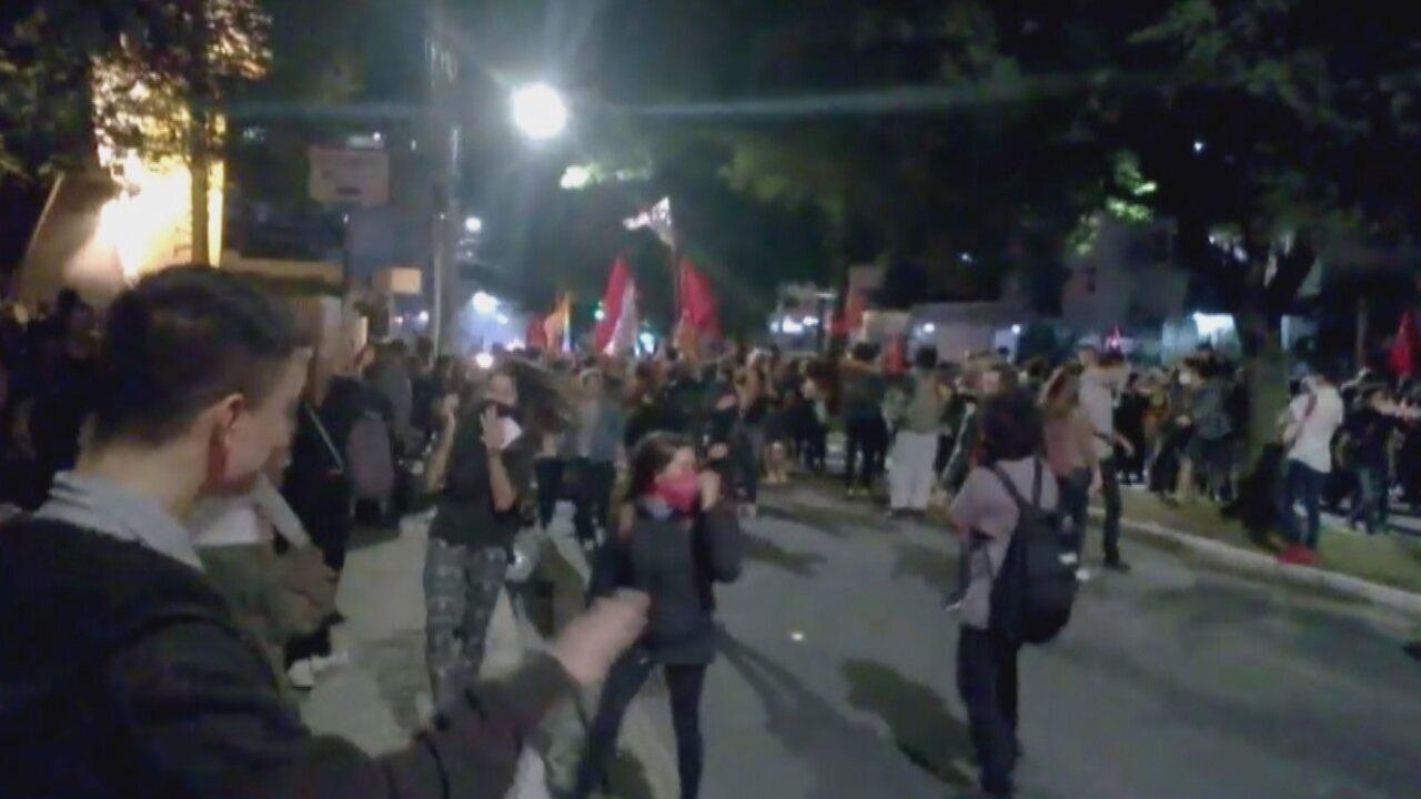Protesto contra presidente Temer tem confusão em Florianópolis