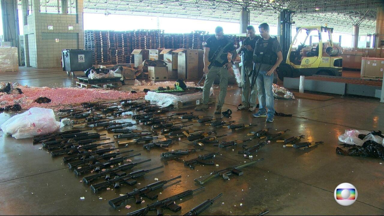 Polícia apreende 60 fuzis no terminal de cargas do Aeroporto Internacional do Rio