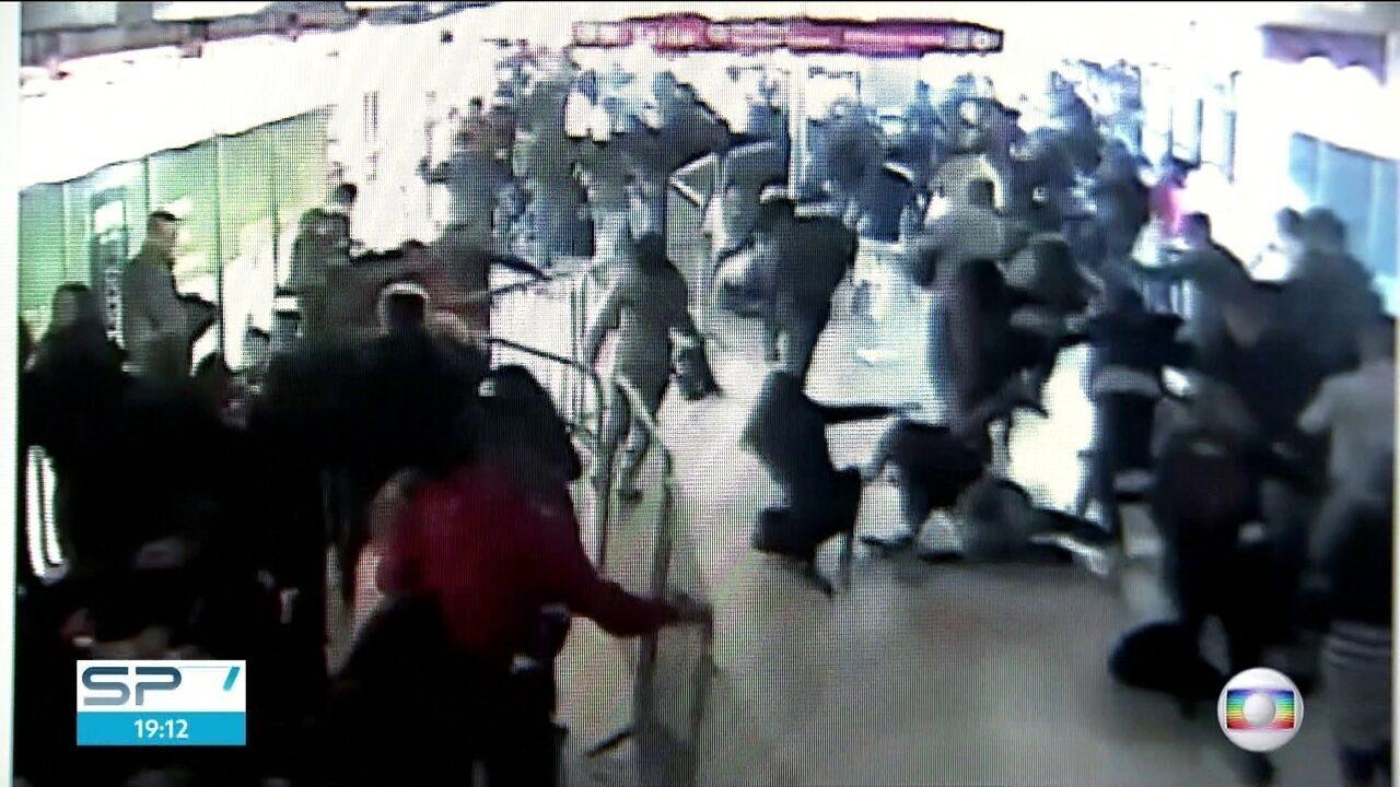 Confusão na estação Pinheiros deixa 14 pessoas feridas