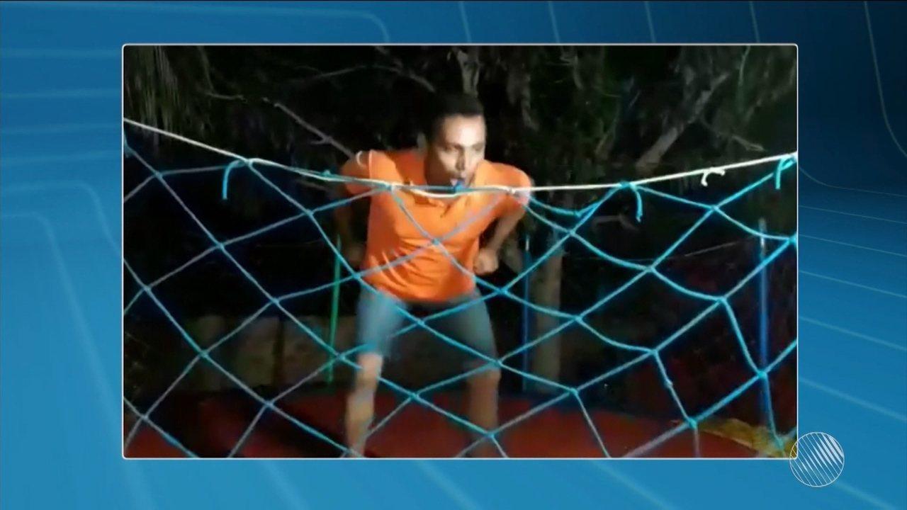 Homem continua internado 2 meses após quebrar coluna enquanto brincava em um 'pula pula'