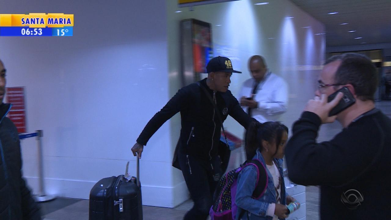 Contratado pelo Grêmio, Arroyo chega a Porto Alegre