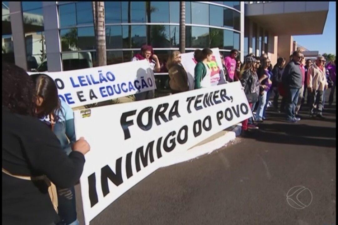 Grupo faz protestos durante visita do ministro da Saúde em Uberlândia