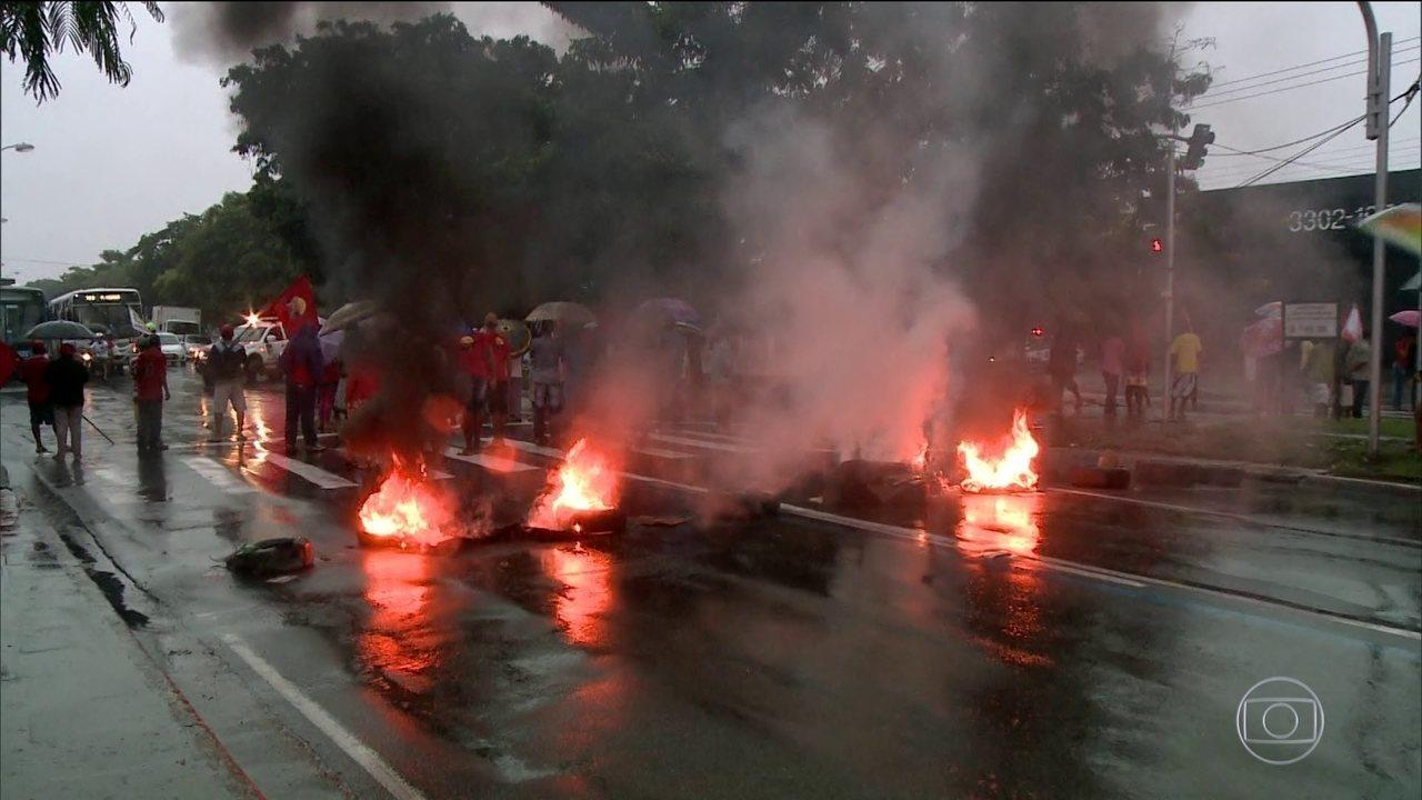 Paralisações e protestos contra as reformas e o presidente acontecem em 23 estados e no DF