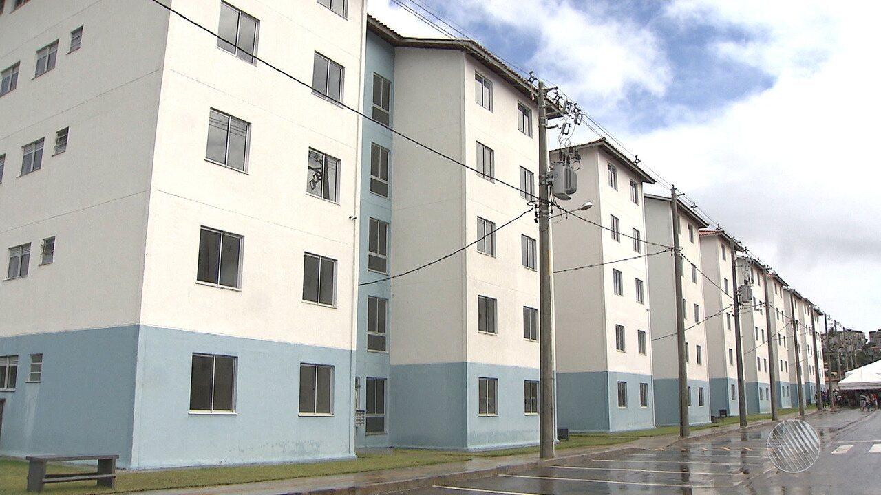 Prefeitura entrega chaves dos apartamentos para os moradores do  Recanto do  Luar  - G1 Bahia - Bahia Meio Dia - Catálogo de Vídeos c6f3288a8f