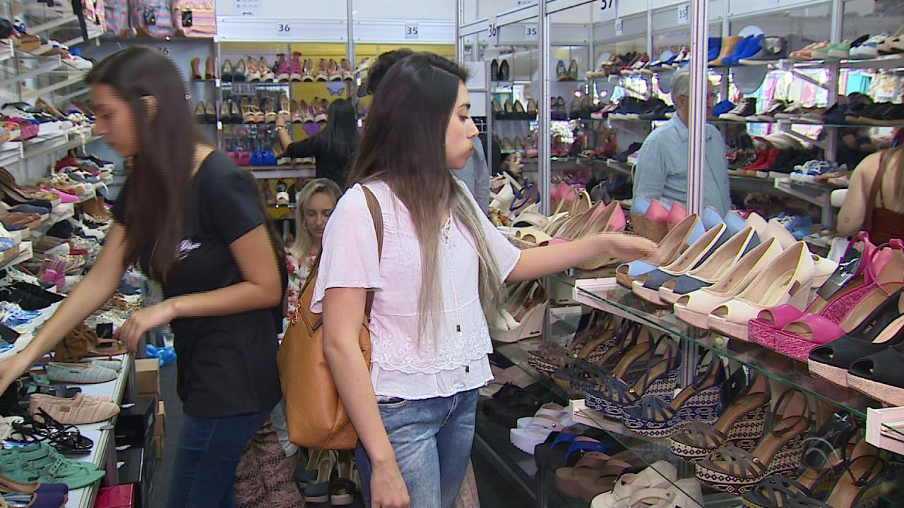 af1c4c816 Novo Hamburgo tem tradicional feira de sapatos - G1 Rio Grande do Sul - RBS  Notícias - Catálogo de Vídeos