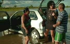 Para fugir do calor, piauienses tomam banho de barragem