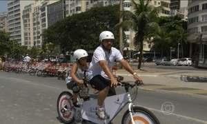 Projeto Pedaleiros leva pessoas cegas para andar de bicicleta