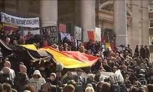 Protesto interrompe homenagens às vítimas dos atentados em Bruxelas