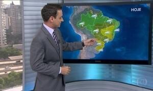 Calor e alta umidade deixam nuvens bem carregaram em várias partes do Brasil