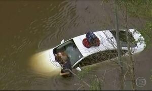 Maior cidade do estado americano do Texas vive enchente histórica