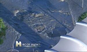 Grande vazamento de água prejudica trânsito na zona norte do RJ
