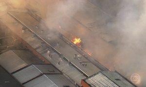 Incêndio destrói parte de fábrica de macarrão instantâneo em SP