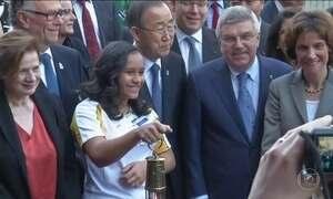 Tocha Olímpica faz parada na ONU durante caminho para o Rio