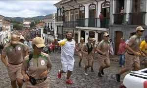 Tocha olímpica passa por cidades históricas de Minas Gerais
