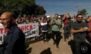 Trabalhadores do setor automotivo protestam em Betim (MG)