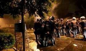 Polícia dispersa grupo que acampou próximo à casa de Temer em SP