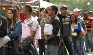 Abril foi o 13º mês seguido de cortes de empregos formais no país