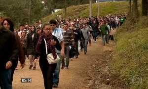 Mais de 150 mil devotos participam de romaria