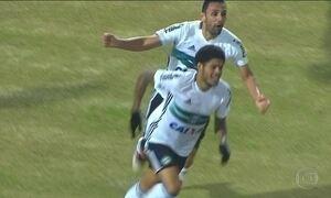 Palmeiras empata com Coritiba e lidera o Brasileirão