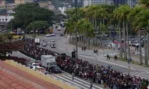 Feirão de empregos atrai multidão nesta quinta (16) em Florianópolis