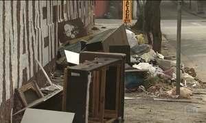 Greve de lixeiros deixa montanhas de lixo nas ruas de São Vicente (SP)