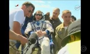 Equipe de estação espacial pousa no Cazaquistão