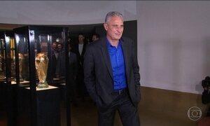 Tite é apresentado como técnico da Seleção e dá esperança a jogadores afastados por Dunga