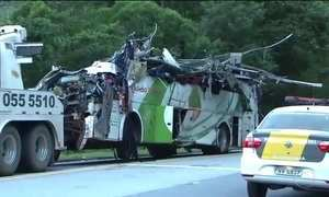 Ônibus que capotou em São Paulo tinha problemas de freio, diz polícia