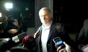 Paulo Bernardo deixa carceragem da PF em SP