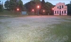 Cidade de Gonçalves (MG) registra geada