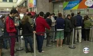 Público enfrenta filas para comprar ingressos