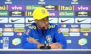 Neymar diz estar preocupado com a ausência de Fernando Prass nos treinos da seleção
