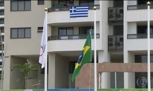 Hasteamento da bandeira do Brasil marca a entrada oficial da delegação na Vila Olímpica