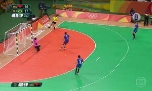 Brasileiras vencem Angola e se classificam para as quartas de final
