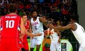 EUA sofre para ganhar da Sérvia no basquete masculino