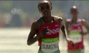 Jemima Sumgong, do Quênia, conquista o ouro na maratona feminina