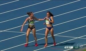 Corredoras são recompensadas após demonstrarem espírito olímpico