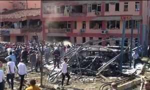 Explosão de carro-bomba deixa mortos e feridos na Turquia
