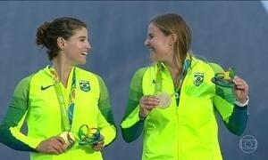 Martine Grael e Kahena Kunze ganham medalha de ouro na vela