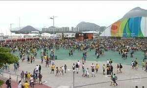 Torcedores aproveitam penúltimo dia da Olimpíada no Parque Olímpico