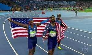 Erro na passagem de bastão tira medalha de bronze dos Estados Unidos