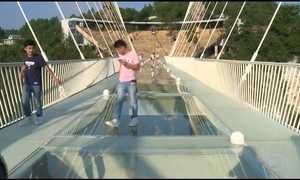 Maior ponte do mundo, recém-inaugurada, vira febre na China